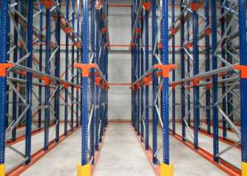 Compact pallet racking